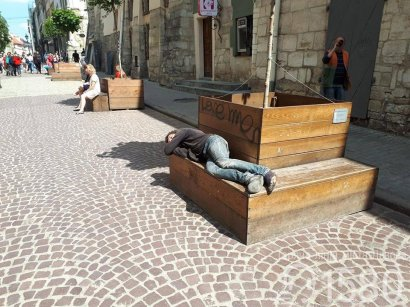 Во Львове будут купать бездомных, отпугивающих туристов