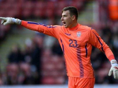 Голкипер сборной Украины продолжит карьеру в клубе легендарного Роналдо
