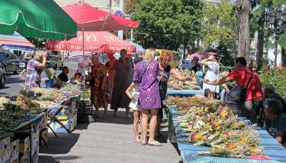Православные одесситы празднуют Медовый Спас.