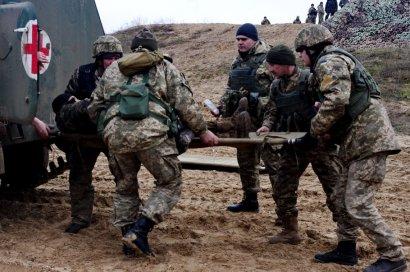 На фронте из-за неосторожного обращения с оружием погиб один военный, еще трое ранены
