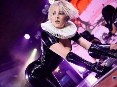 Maruv шокировала лесбийским поцелуем на сцене российского фестиваля