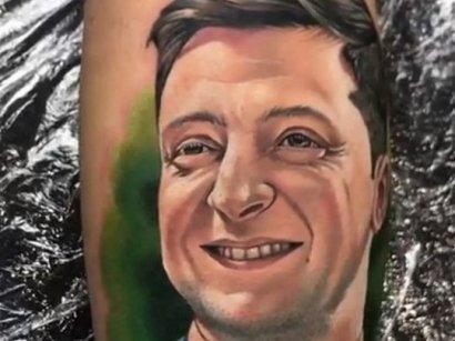 В Украине появилась мода на тату с изображением Зеленского