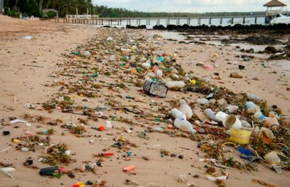 Чиновники объяснили,  почему так много мусора на пляжах в Одессе