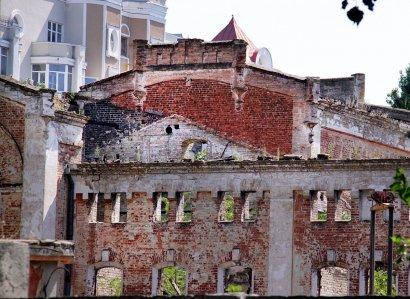 Древние здания пивзавода Санценбахера на Французском бульваре сносят под новостройки