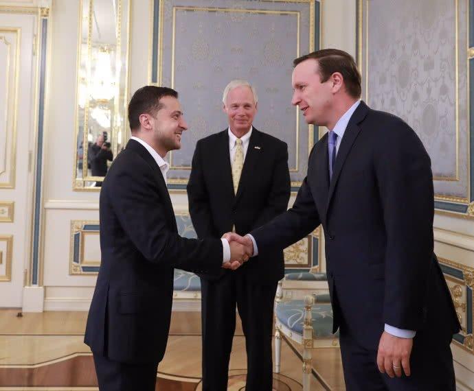 Сенаторы Рон Джонсон иКрис Мерфи встретились спрезидентом Украинского государства