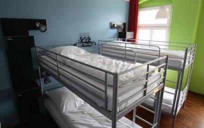 В Украине введут запрет на хостелы, сауны и похоронные бюро в жилых домах