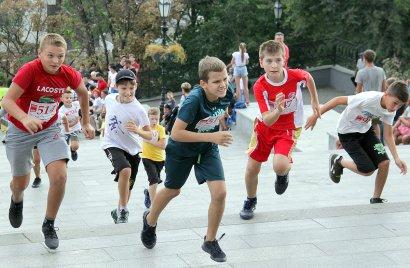 Вверх по Потемкинской: одесситы устроили массовый забег от улицы Приморской до памятника Дюку