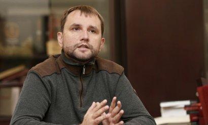 Кабмин уволил Вятровича
