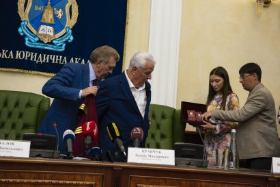 Первый Президент независимой Украины стал Почетным доктором Honoris causa Одесской Юракадемии