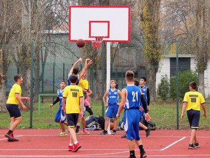 На Черемушках открыли современный и многофункциональный школьный стадион.
