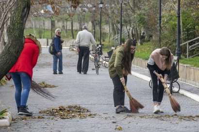 Самый масштабный субботник сезона: студенты Одесской Юракадемии и МГУ приводят в порядок склоны и парки города