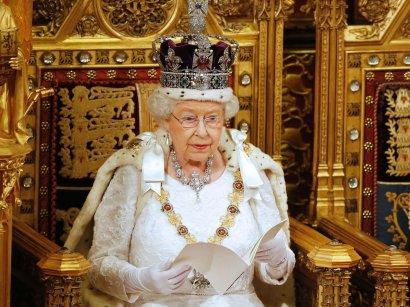 Елизавета II может отречься от престола в пользу принца Чарльза