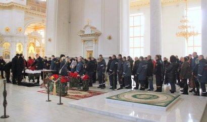 В Одессе похоронили спасателя, который погиб после тушения пожара в колледже.