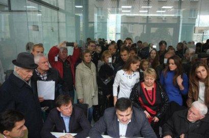 Месяц работы общественной приемной Саакашвили: чиновники против удобств для горожан