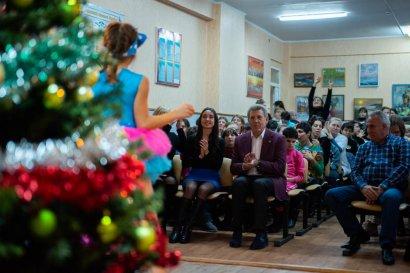 В День Святого Николая Сергей Кивалов поздравил воспитанниц детдома-интерната на Макаренко