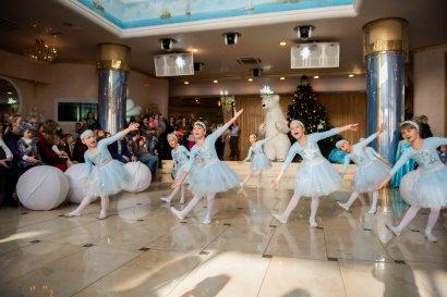 Одесская Юракадемия поздравила с Новым годом более 1500 детей сотрудников и преподавателей