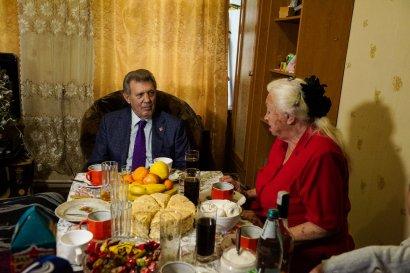 Сергей Кивалов поздравил с наступающими праздниками Елену Вирановскую – бабушку освобожденного из иранского плена моряка Андрея Новичкова