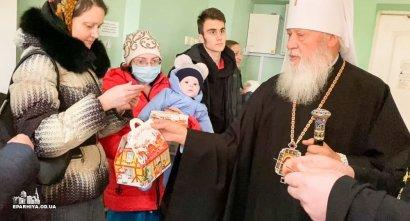 Митрополит Агафангел поздравил детей в Одесской областной детской клинической больнице с праздником Рождества Христова