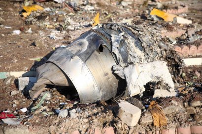 """Украинские эксперты осмотрели обломки """"Боинга"""" МАУ: пожар на борту начался не с двигателей"""