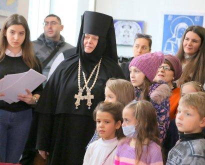 В Свято-Архангело-Михайловском женском монастыре открылась выставка детского рисунка «Рождественская звезда»