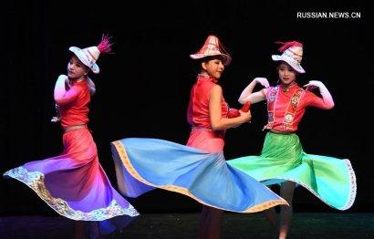 Китайские артисты выступили в Стамбуле с представлением в честь праздника Весны ФОТО
