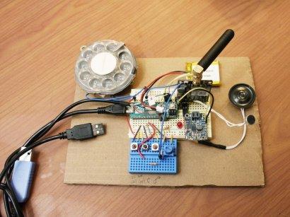 Привет из прошлого: в США инженер собрала мобильный телефон с дисковым циферблатом