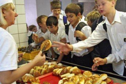 В школах Украины проверят организацию детского питания