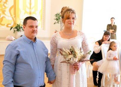 В день влюбленных в одесском дворце бракосочетаний играл военный оркестр