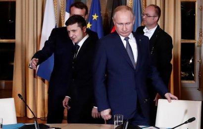 """Зеленский обсудил с Путиным подготовку к следующей встрече в """"нормандском формате"""""""