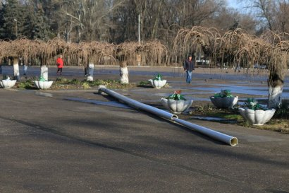 На Куликовом поле не спешат чинить рухнувшую стойку для государственного флага (фото)