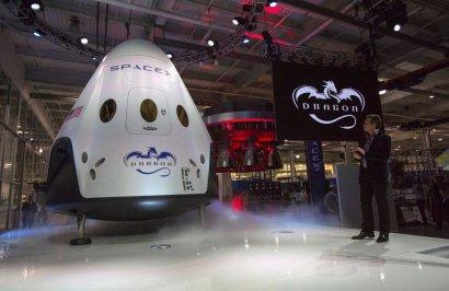 SpaceX планирует отправить туристов в космос в 2021 году
