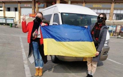 Эвакуированные из Китая украинцы уже дома