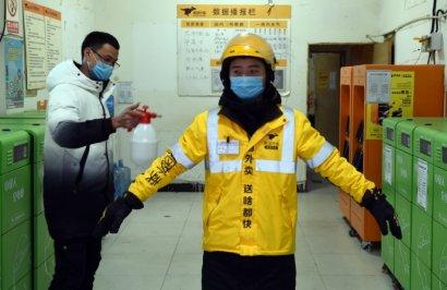 """Из-за коронавируса в Китае набирает популярность """"бесконтактная доставка"""" еды"""