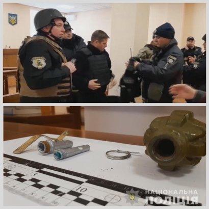 В Одессе обвиняемый в убийстве взял заложников в зале суда