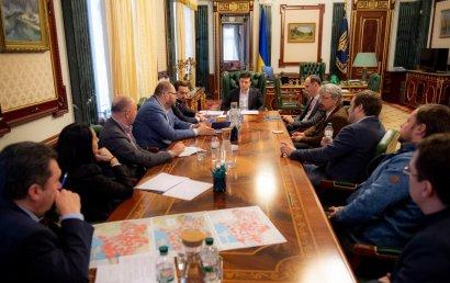 Зеленский и украинские медиагруппы договорились возобновить незакодированную спутниковую трансляцию общенациональных телеканалов