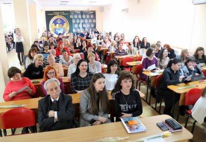 Пусть весны подарки восхищают: коллектив МГУ поздравили с Международным женским днем
