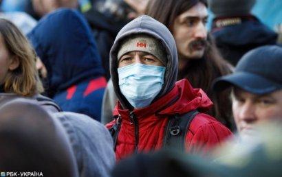 Магазины и банки обязали выдавать посетителям маски